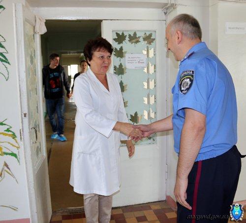 Мариупольские милиционеры обеспечили памперсами брошенных детей (ФОТО), фото-6