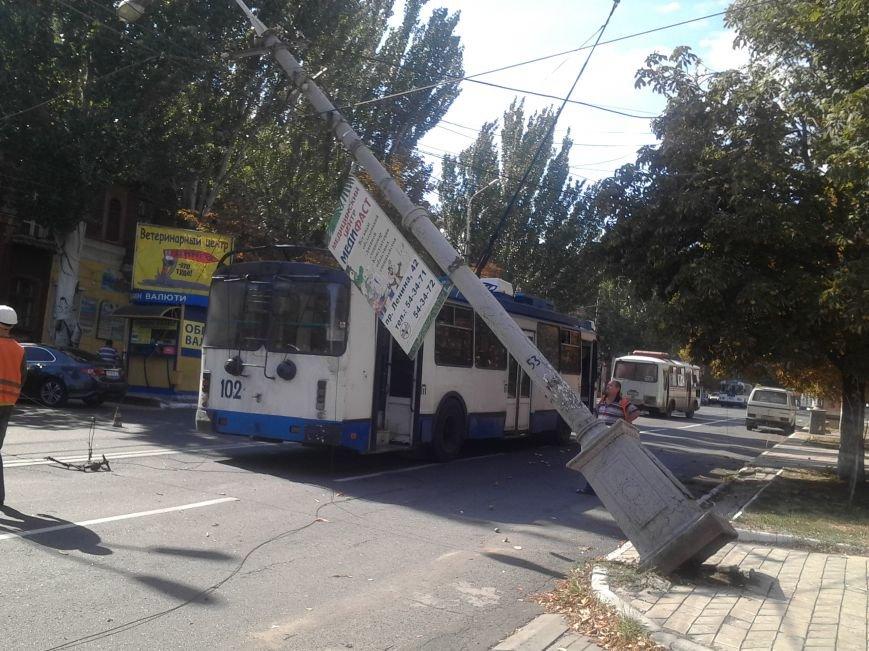 В Мариуполе столб завис над троллейбусом (ДОПОЛНЕНО+ФОТО), фото-4