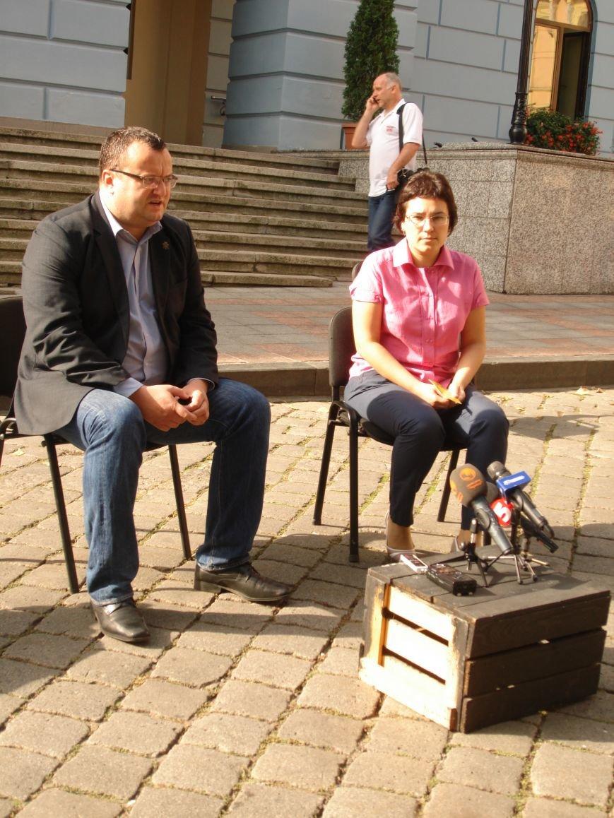 У Чернівцях Тиждень мобільності: Міський голова Олексій Каспрук приїхав в Ратушу на велосипеді (фото) - фото 1