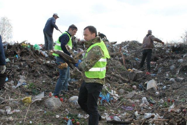 На Берковецком кладбище расчистили 30-летнюю свалку (ФОТО) (фото) - фото 1