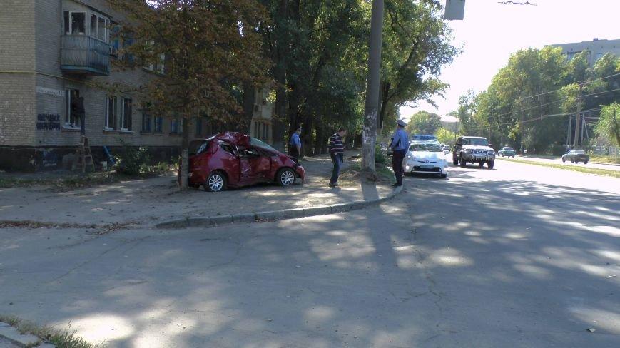 ДТП в Днепропетровске: Митсубиси наехал на электроопору (ФОТО) (фото) - фото 7