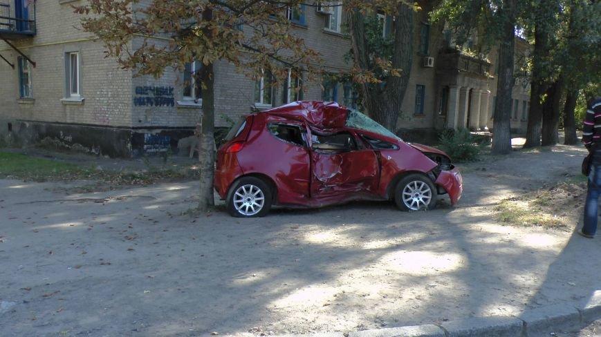 ДТП в Днепропетровске: Митсубиси наехал на электроопору (ФОТО) (фото) - фото 6