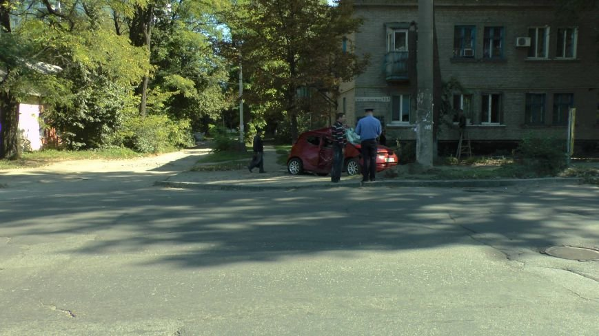 ДТП в Днепропетровске: Митсубиси наехал на электроопору (ФОТО) (фото) - фото 2
