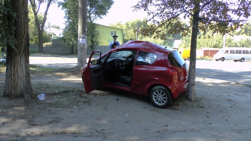 ДТП в Днепропетровске: Митсубиси наехал на электроопору (ФОТО) (фото) - фото 4