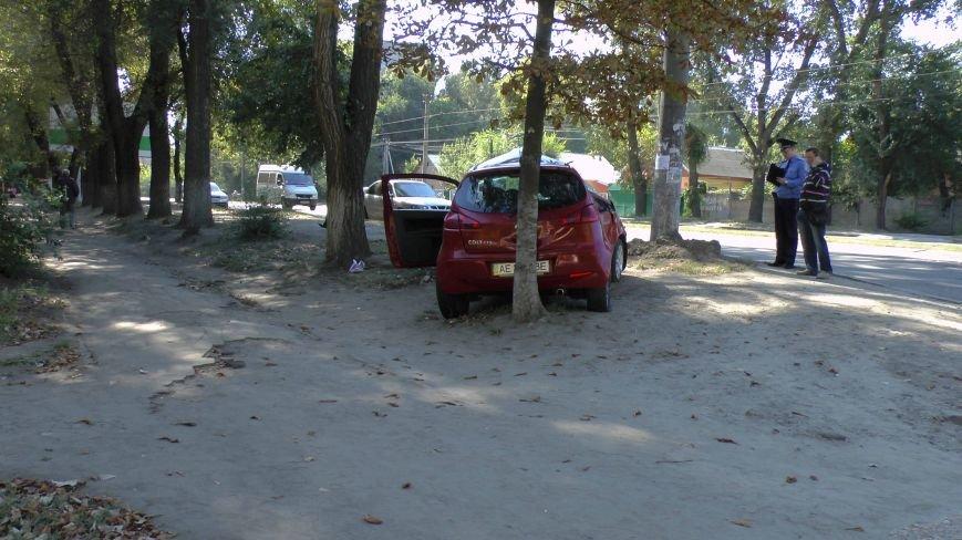 ДТП в Днепропетровске: Митсубиси наехал на электроопору (ФОТО) (фото) - фото 5