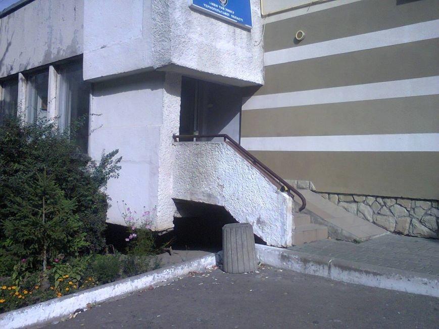 Головному міліціонеру Тернопільщини поскаржилися, що його підлеглі засмічують місто, фото-1