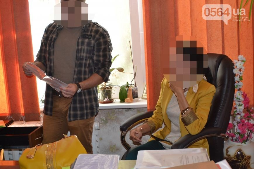 В Кривом Роге: на пожаре обнаружили труп, преподавателя вуза «взяли с поличным» на взятке,  а «Кривбассводоканал» предупредил о мошенниках (фото) - фото 1