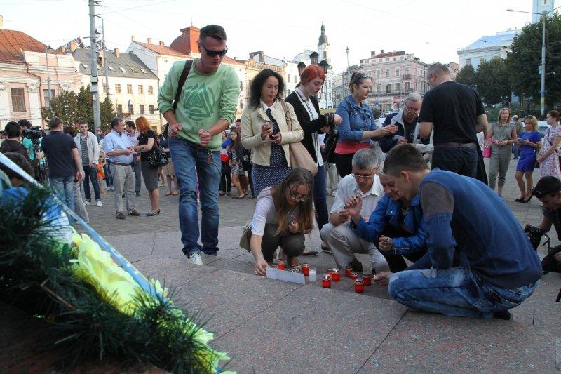 Буковинські журналісти запалювали свічки в пам'ять Георгія Гонгадзе, фото-3