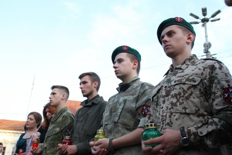 Буковинські журналісти запалювали свічки в пам'ять Георгія Гонгадзе, фото-4