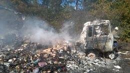 Под Мариуполем сгорел грузовой автомобиль (фото) - фото 1