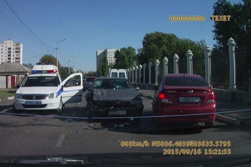 В Белгороде мотоциклист на «зебре» сбил пожилую женщину (фото) - фото 2
