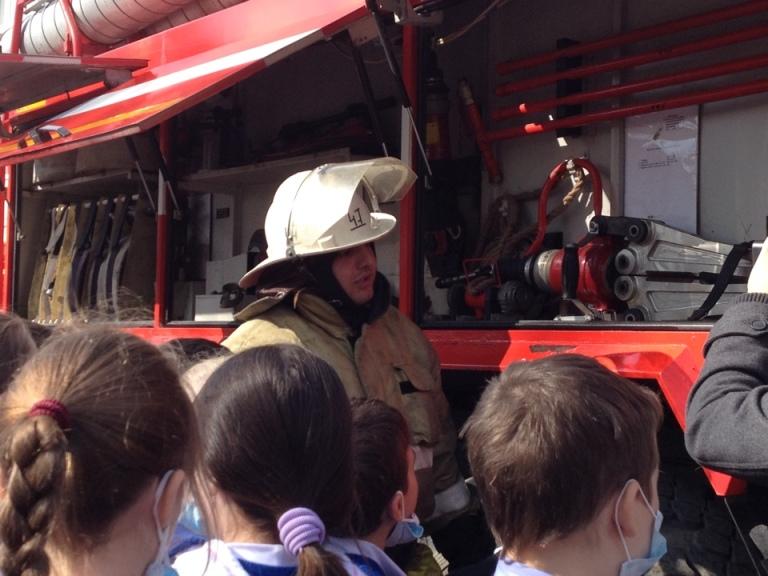 В Полевском эвакуировали школу. Фотофакт (фото) - фото 3