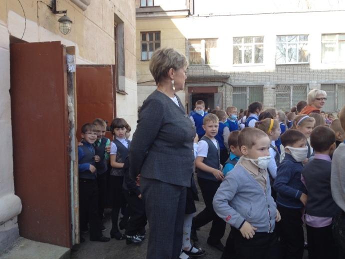 В Полевском эвакуировали школу. Фотофакт (фото) - фото 2
