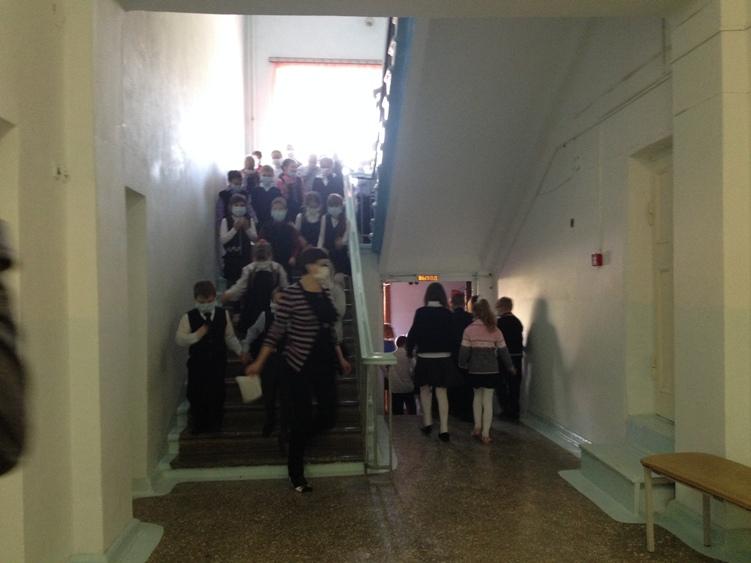 В Полевском эвакуировали школу. Фотофакт (фото) - фото 1