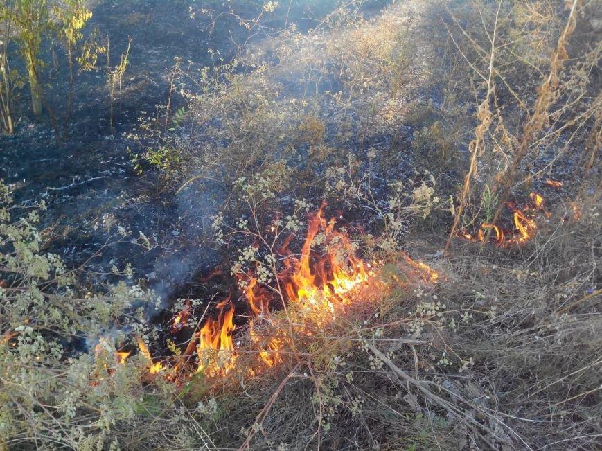 Восточный в огне: за вечер криворожские спасатели дважды тушили пожар на микрорайоне (ФОТО), фото-12