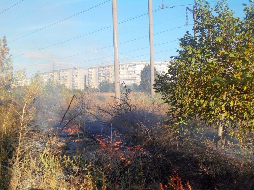 Восточный в огне: за вечер криворожские спасатели дважды тушили пожар на микрорайоне (ФОТО) (фото) - фото 1