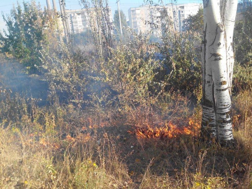Восточный в огне: за вечер криворожские спасатели дважды тушили пожар на микрорайоне (ФОТО), фото-9