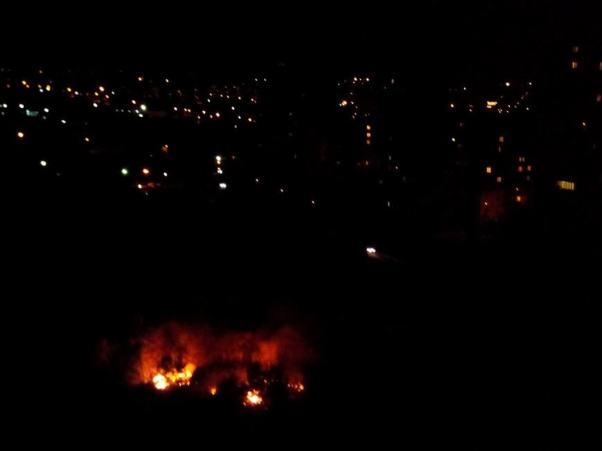 Восточный в огне: за вечер криворожские спасатели дважды тушили пожар на микрорайоне (ФОТО), фото-13