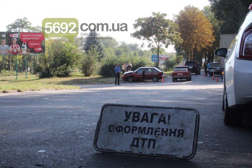 В Днепродзержинске произошло тройное ДТП возле горбольницы №9 (фото) - фото 1