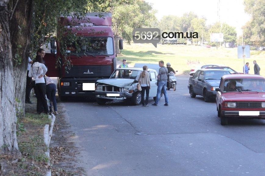 В Днепродзержинске произошло тройное ДТП возле горбольницы №9, фото-2