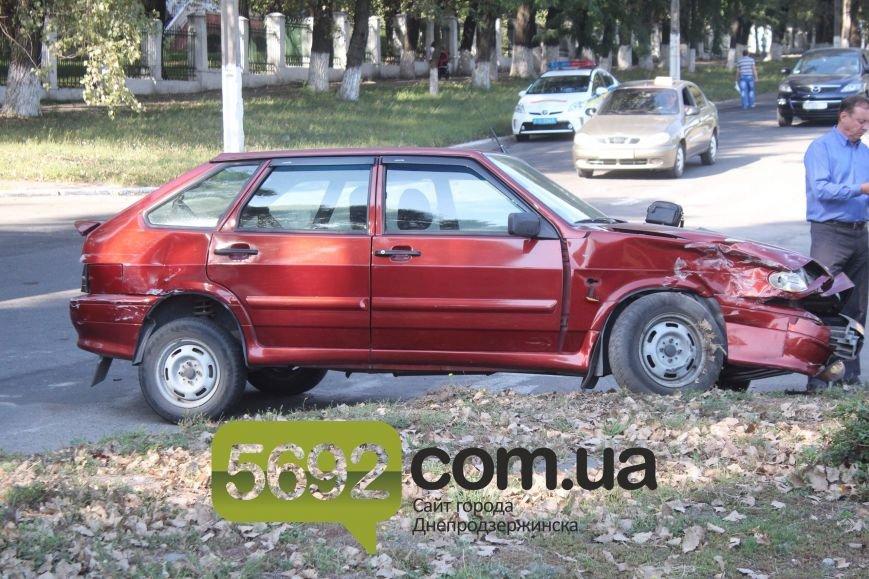 В Днепродзержинске произошло тройное ДТП возле горбольницы №9 (фото) - фото 4