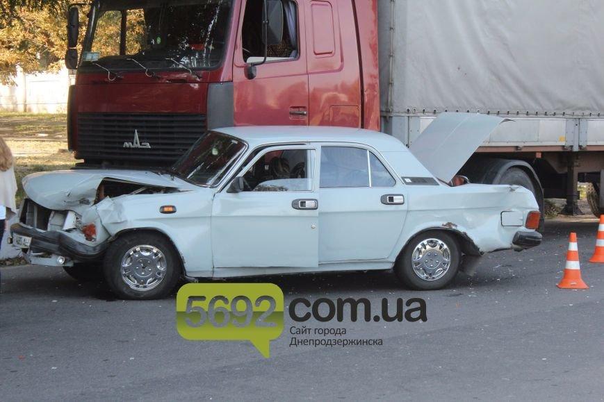 В Днепродзержинске произошло тройное ДТП возле горбольницы №9 (фото) - фото 5