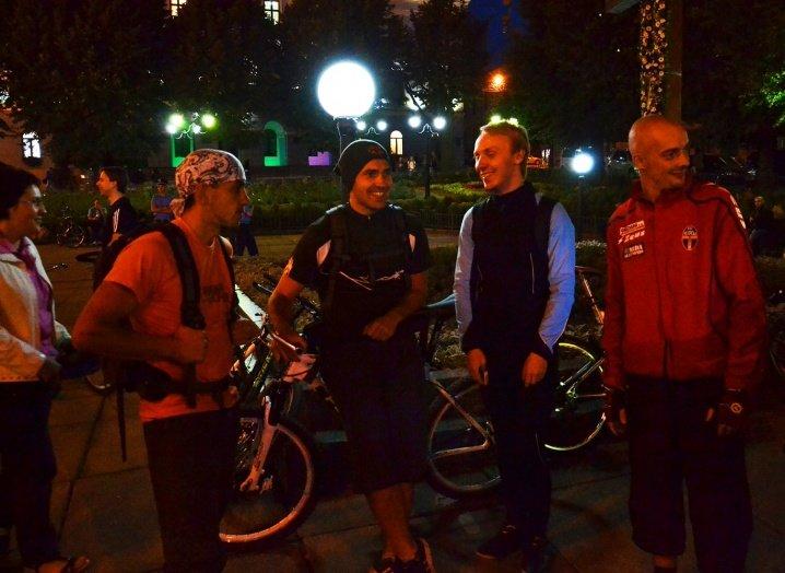 Велосипедисти катались нічними Чернівцями (ФОТО), фото-3