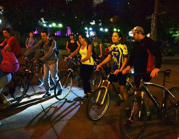 Велосипедисти катались нічними Чернівцями (ФОТО), фото-4