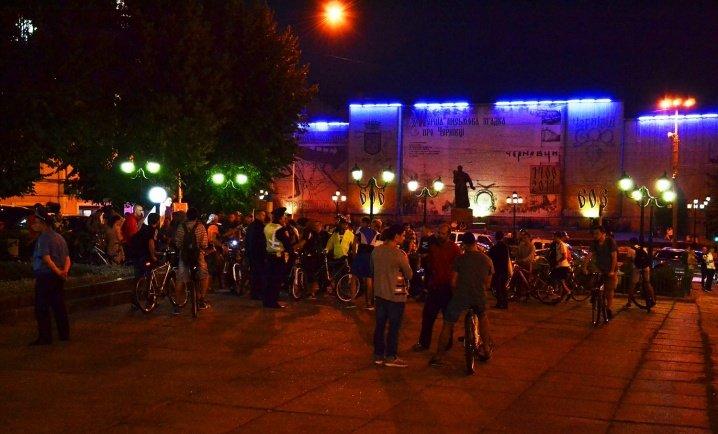 Велосипедисти катались нічними Чернівцями (ФОТО), фото-2