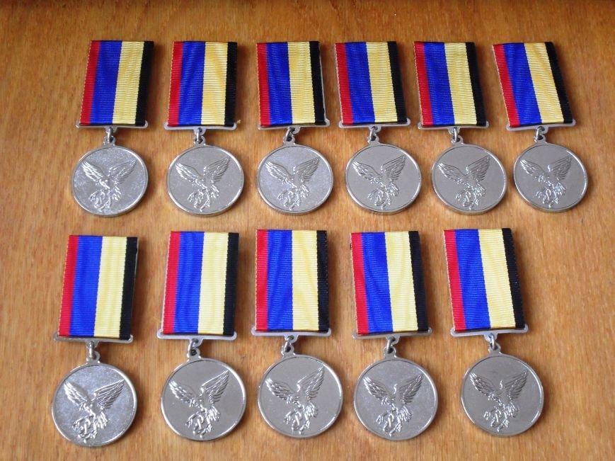 В Кременчуге 11 бойцов наградили нагрудными знаками «Участник АТО» от имени Петра Порошенко (ФОТО) (фото) - фото 1