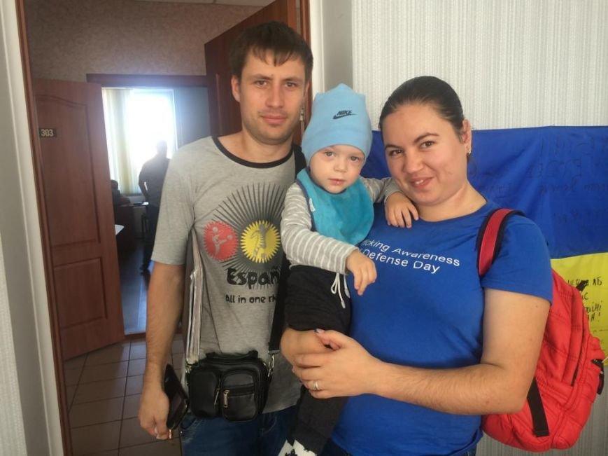Родители приемного Димы Колпакова надеются, что мальчик  встанет на ножки, фото-2