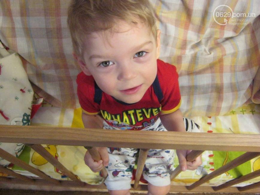 Родители приемного Димы Колпакова надеются, что мальчик  встанет на ножки (фото) - фото 1