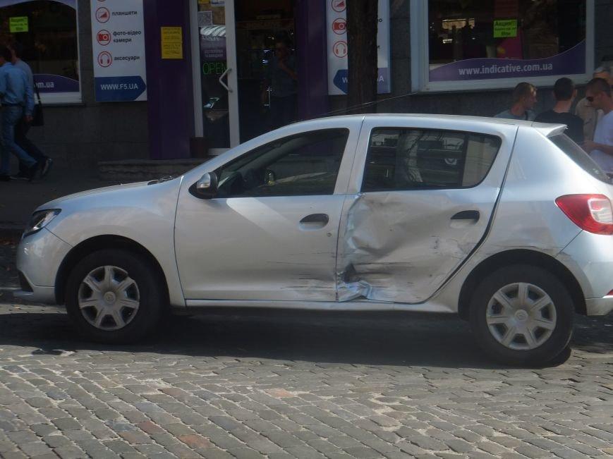 В центре Кировограда произошло мощное ДТП - столкнулись три авто. ФОТО (фото) - фото 1