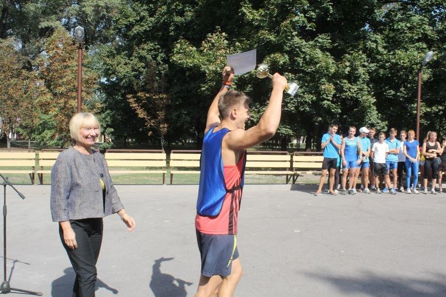 В Днепродзержинске ко Дню города состоялась легкоатлетическая эстафета (фото) - фото 9
