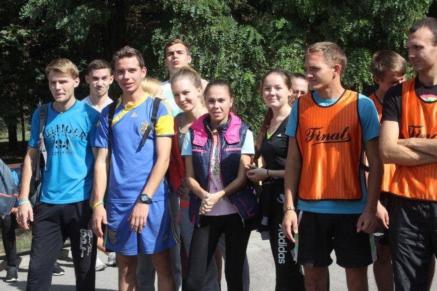 В Днепродзержинске ко Дню города состоялась легкоатлетическая эстафета (фото) - фото 1