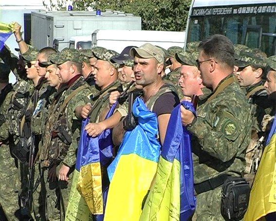 Сводный милицейский отряд вернулся из АТО на Сумщину вместе с четвероногими друзьями (ФОТО) (фото) - фото 1