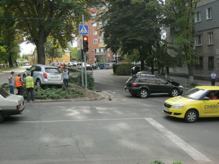 ДТП в Днепропетровске: на регулируемом перекрестке столкнулись две иномарки (ФОТО), фото-4