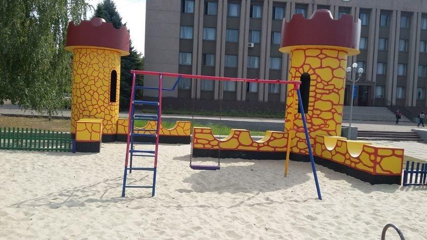 «Хозяйственные» криворожане украли на детской площадке все, что можно было оторвать (ФОТО) (фото) - фото 1