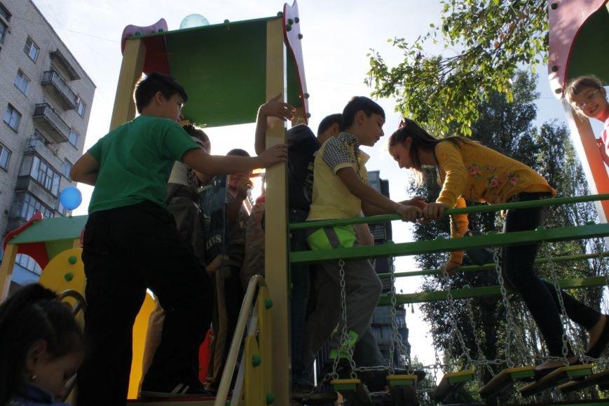 В Доброполье на одну детскую площадку стало больше (ФОТО), фото-12