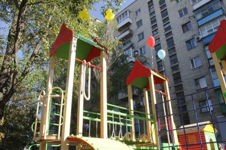 В Доброполье на одну детскую площадку стало больше (ФОТО), фото-1