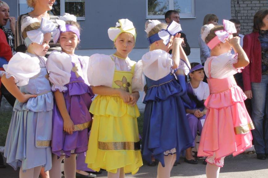 В Доброполье на одну детскую площадку стало больше (ФОТО), фото-3