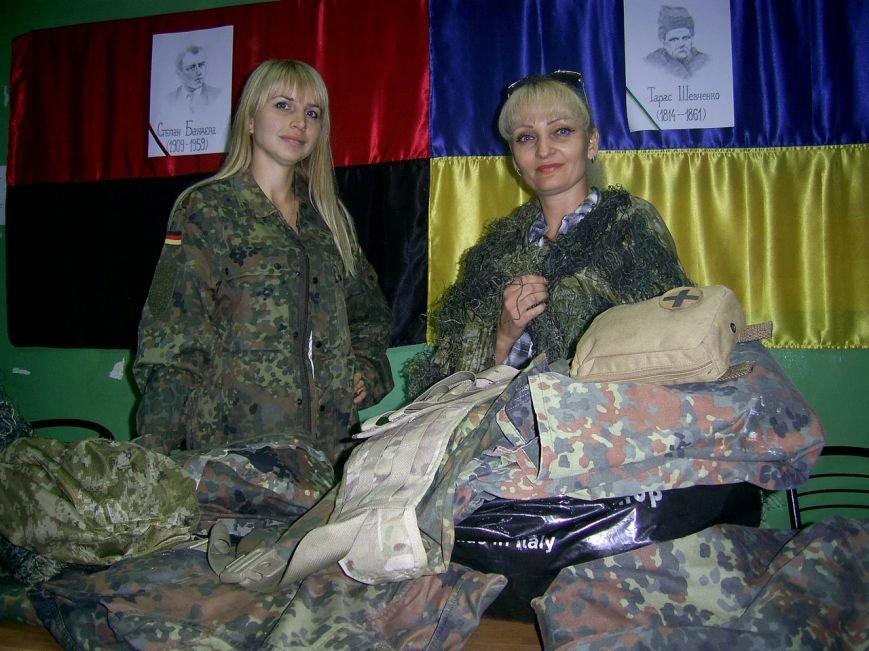 Криворожские волонтеры закупили военную форму и доставили  морским пехотинцам под Мариуполь (ФОТО) (фото) - фото 1