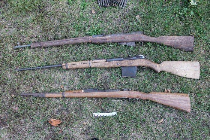В Кореличском районе у мужчины нашли целый арсенал оружия: пулемет, карабин и винтовки изъяты (фото) - фото 2