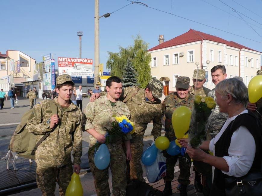 Тернополяни зустріли бійців 44-ї бригади, які повернулися із зони АТО (ФОТО) (фото) - фото 1