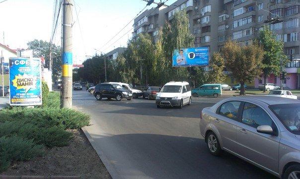 Вранці у Чернівцях не розминулись два авто, фото-2