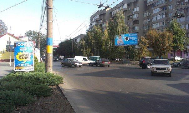 Вранці у Чернівцях не розминулись два авто, фото-1