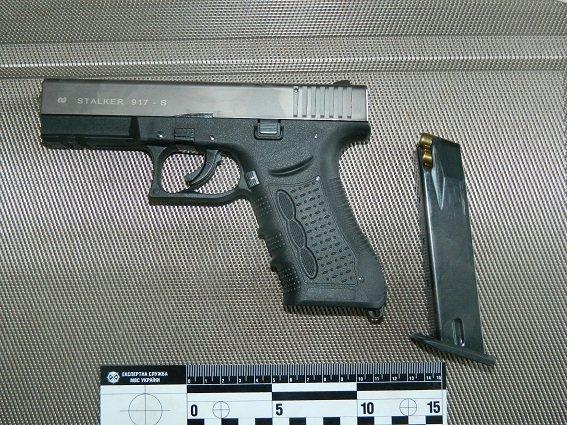На Оболони мужчина хранил в квартире оружие и боеприпасы (ФОТО) (фото) - фото 3
