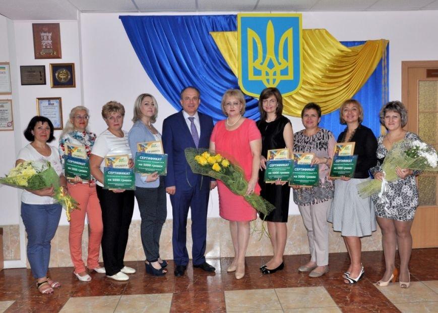 Фармацевты «Азовфарма» принимают поздравления с профессиональным праздником (фото) - фото 1