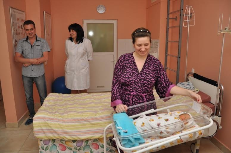 У Львові міністр юстиції України Павло Петренко вручив породіллям 13 свідоцтв про народження дитини (ФОТО) (фото) - фото 3