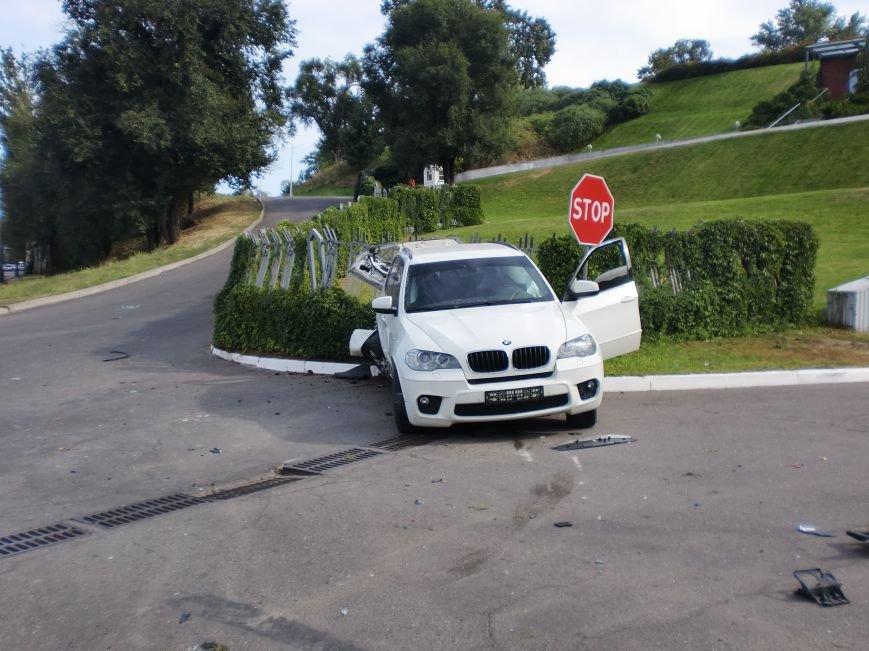 ДТП в Днепропетровске: «BMW Х5» столкнулся с «Toyota RAV-4» (ФОТО) (фото) - фото 2